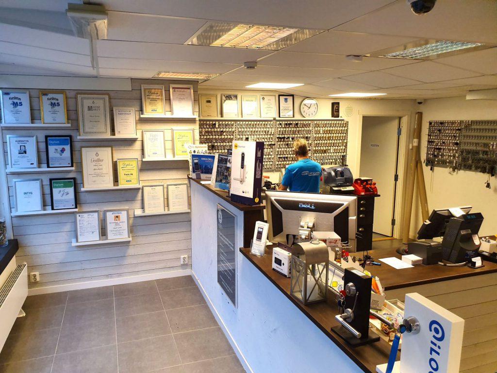 Välkommen till vår butik och verkstad på Dragonvägen 104 i Upplands Väsby