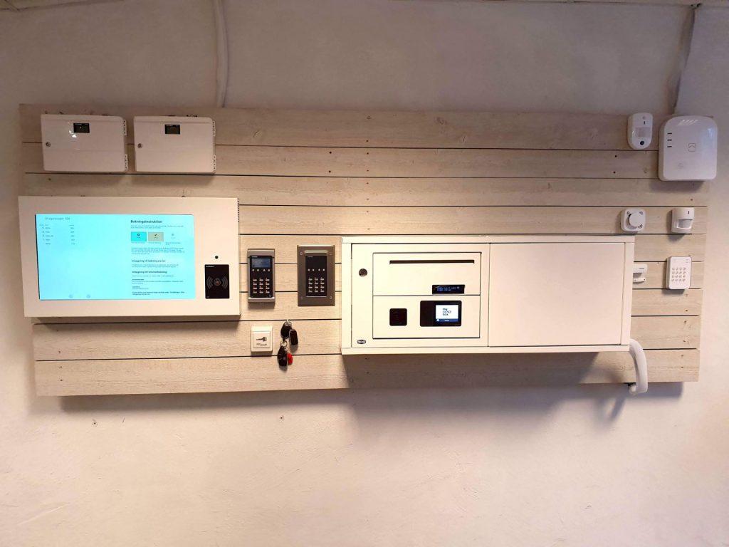 I våra tjänster erbjuder vi projektering, installation och service av helhetslösningar inom lås, passersystem och säkerhetssystem.